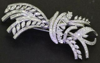 Vintage 1950s Heavy Platinum 15.  0ctw Vs Diamond Cluster Ribbon Brooch