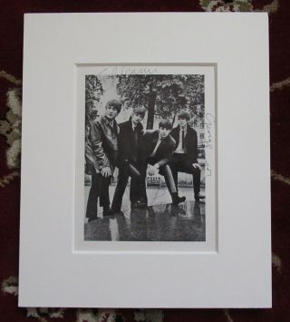 Beatles INCREDIBLE FULLY SIGNED BEATLES GLOSSY PHOTOGRAPH I RARELY GET THESE IN 2