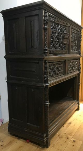 16th century oak cupboard 2