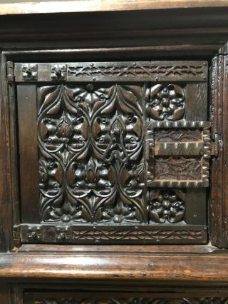 16th century oak cupboard 4