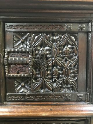 16th century oak cupboard 6