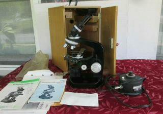 Vintage Nikon Model S - U Microscope With Wooden Carrying Case