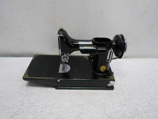 Antique Singer Featherweight Sewing Machine 221 - 1 Pre - Owned