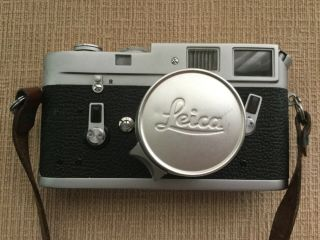 Leica M4 35mm Range Finder Film Camera with Leitz Summicron Lens 2