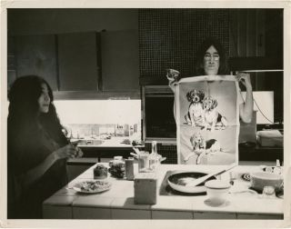 John Lennon And Yoko Ono In Their Beverly Hills Kitchen 138635