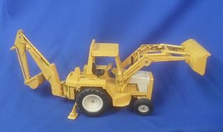 Vintage Diecast Ertl International Harvester Tractor Loader Backhoe Yellow