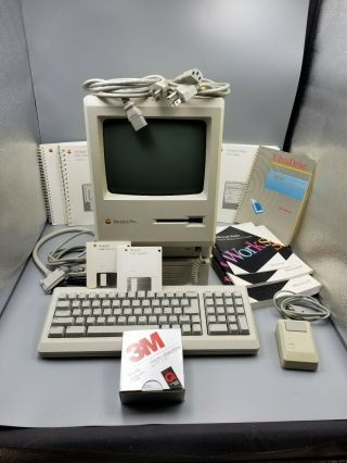 Apple Macintosh Plus M0001a W Keyboard,  Mouse,  Manuals,  Ultradrive & Diskettes