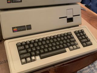 Magnificent 256K Apple III,  5Mb Profile HD,  2 Drives,  Software,  Monitor 5