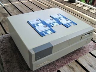 Commodore Amiga 2000hd Computer,  Rev 6.  3 With 2.  04 Rom,  1mb Chip Ram,  Software