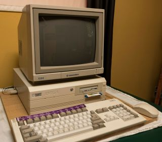 Amiga 4000 4000/040 Computer With Keyboard,  Mouse,  Syquest Drive & More