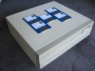 Commodore Amiga 2000hd Computer,  Rev 6.  2 With 2.  04 Rom,  1mb Chip Ram,  Software