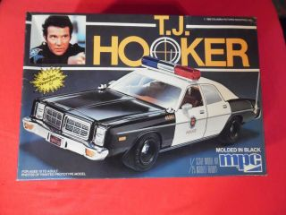T.  J.  Hooker Police Car Model Kit 1/25 Scale 1982 Vtg U.  S.  Ship Read