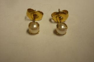 Vintage 4 Mm White Pearl And 14 Kt Yellow Gold 4 Prong Stud Earrings