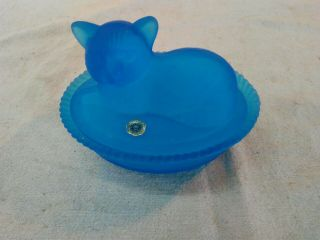 Vintage Westmoreland Blue Opaque/frosted Cat Covered Dish
