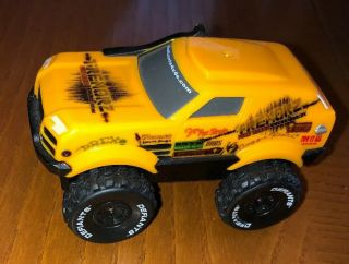 Redwood Ventures Defiants Motorized Battery Powered 4x4 Truck Tremorz Yellow Suv