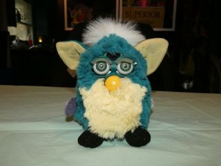 Vintage 1999 Furby 70 - 800 Repair Green ? Yellow With Green Eyes